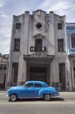 Carro americano clássico em Havana velho, Cuba Fotos de Stock Royalty Free