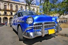 Carro americano clássico na rua de havana Foto de Stock