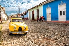 Carro americano clássico velho em uma rua de Trinidad Cuba fotografia de stock