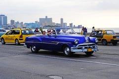 Carro americano velho clássico nas ruas de Havana Imagem de Stock