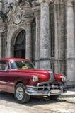 Carro americano velho em Havana velho, Cuba Foto de Stock