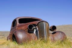 Carro antigo abandonado Imagens de Stock