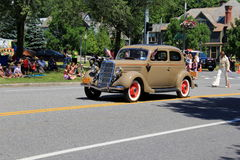 Carro antigo bonito que participa na parada do 4 de julho, Saratoga Springs do centro, New York, 2016 Imagem de Stock
