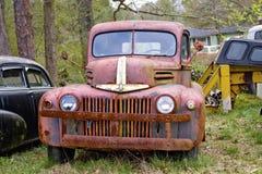 Carro antiguo del Junkyard Foto de archivo libre de regalías