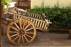 Carro antiguo en piso de la arena Imagenes de archivo