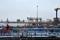 Carro armato del gas e del petrolio nella raffineria Fotografia Stock Libera da Diritti