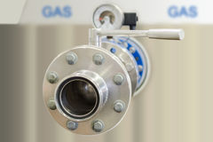 Carro armato di gas con il tubo della flangia dell'acciaio inossidabile Immagine Stock Libera da Diritti