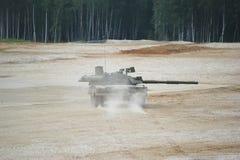 Carro armato russo sulla terra Fotografia Stock