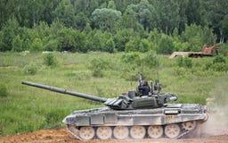 Carro armato russo sulla terra Immagini Stock Libere da Diritti