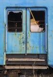 Carro azul abandonado oxidado del tren Fotos de archivo libres de regalías