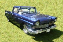 Carro azul de la vendimia Fotografía de archivo libre de regalías