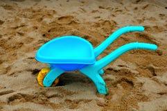 Carro azul del juguete foto de archivo