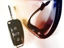 Carro branco do fundo do tempo do relógio da chave das chaves Imagem de Stock