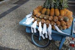 Carro brasileiro inteiro fresco Rio de janeiro da rua do abacaxi foto de stock royalty free