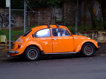 Carro brilhantemente colorido imagem de stock royalty free