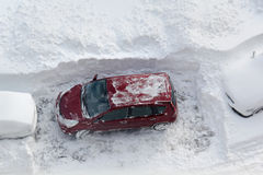 Carro na neve foto de stock royalty free