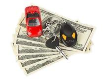 Carro, chaves e dinheiro do brinquedo Imagem de Stock
