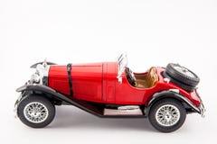 Carro clássico vermelho dos 1900s de Mercedes Benz isolado no fundo branco Fotos de Stock Royalty Free