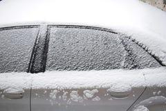 Carro coberto com a neve branca Foto de Stock Royalty Free