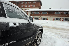 Carro coberto de neve Imagens de Stock