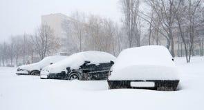Carro coberto na neve fotografia de stock royalty free