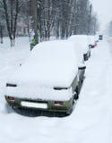 Carro coberto na neve imagem de stock royalty free