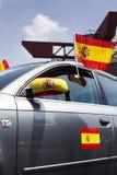 Carro com bandeiras da Espanha fotografia de stock