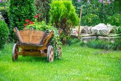 Carro com flores bonitas Imagem de Stock