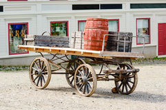 Carro con los barriles Fotografía de archivo