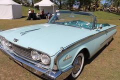 Carro convertível americano luxuoso clássico Fotos de Stock Royalty Free
