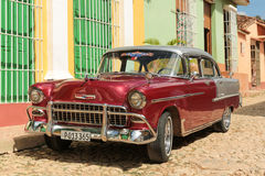 Carro cubano velho na rua Fotografia de Stock Royalty Free