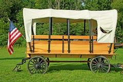 Carro cubierto traído por caballo pasado de moda Fotos de archivo libres de regalías