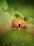 Carro da abóbora no monte verde Imagens de Stock Royalty Free