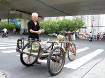 Carro da bicicleta em Shanghai China Imagem de Stock