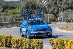 Carro da equipe da estrada de Volta que dá um ciclo em Catalonia na fase 3 de Sant Feliu de Guixols a Vallter 2000 27 03 Espanha  foto de stock royalty free