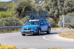 Carro da equipe da estrada de Volta que dá um ciclo em Catalonia na fase 3 de Sant Feliu de Guixols a Vallter 2000 27 03 Espanha  imagens de stock royalty free