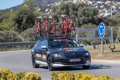 Carro da equipe da estrada de Volta que dá um ciclo em Catalonia na fase 3 de Sant Feliu de Guixols a Vallter 2000 27 03 Espanha  imagens de stock