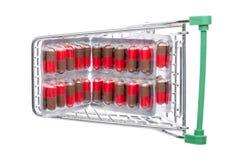 Carro da loja com comprimidos vermelho-marrons em um bloco de bolha imagens de stock