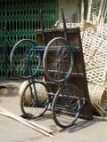 Carro da mão no mercado de Udaipur Fotos de Stock Royalty Free