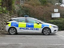 Carro da polícia estacionado fora da delegacia de Rickmansworth, casa de três rios, Northway, Rickmansworth foto de stock