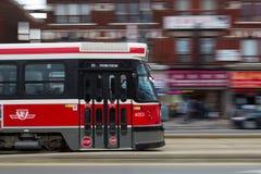 Carro da rua de Toronto que move-se na velocidade Fotografia de Stock