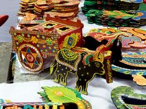 Carro de boi de madeira, artigo da decoração da casa foto de stock