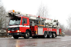 Carro de bombeiros do refrigerador intermediário de Volvo FL12 que apressa-se à cena do fogo Fotografia de Stock