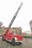 Carro de bombeiros e equipamento no dia do bombeiro Fotografia de Stock