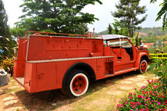 Carro de bombeiros na arremetida foto de stock