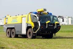 Carro de bombeiros no aeroporto de Antuérpia Foto de Stock