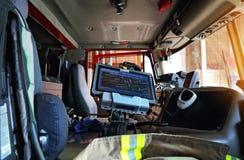 Carro de bombeiros pronto para responder à emergência imagem de stock