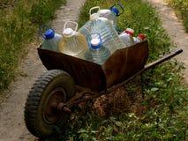 Carro de botellas de agua Imagen de archivo libre de regalías