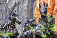 Carro de bronce en las cuevas de Batu, Kuala Lumpur, Malasia del caballo fotografía de archivo