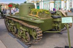 Carro de combate anfíbio soviético pequeno original T-38 da segunda guerra mundial na ação da cidade no quadrado do palácio, St P Fotografia de Stock